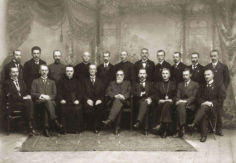 800px_Signatarai.Signatories_of_Lithuania.jpg